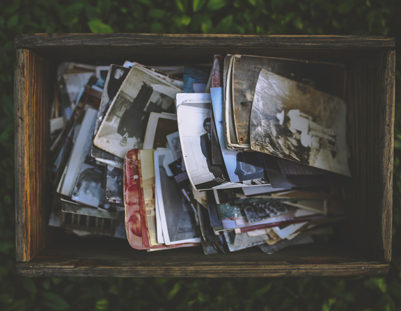 Large canva   old photos in the wooden box